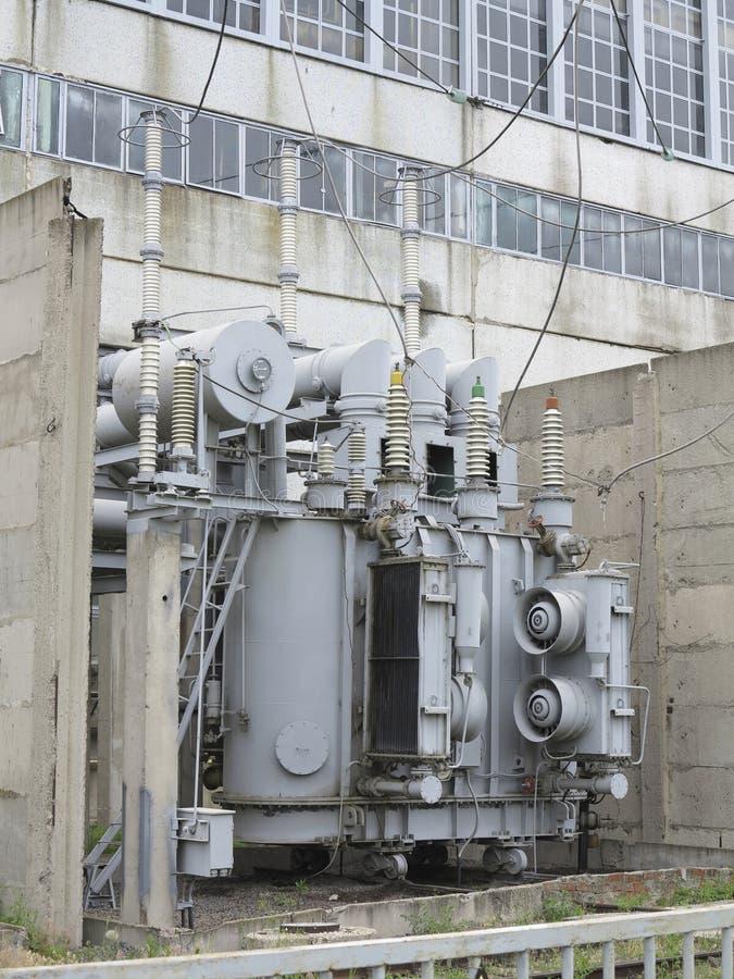 在rai的巨大的工业高压分站电源变压器 免版税库存图片