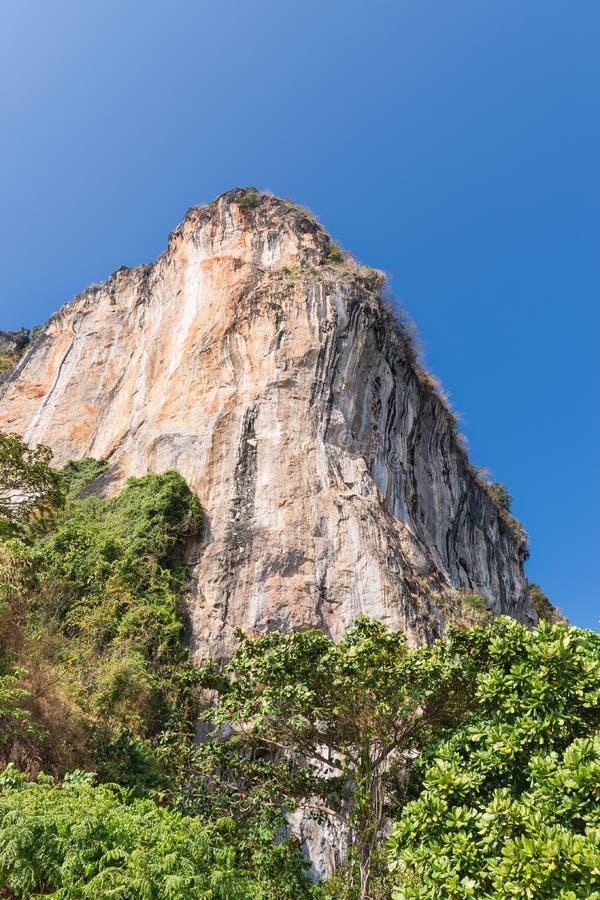 在Railay海滩的小山在泰国 免版税图库摄影