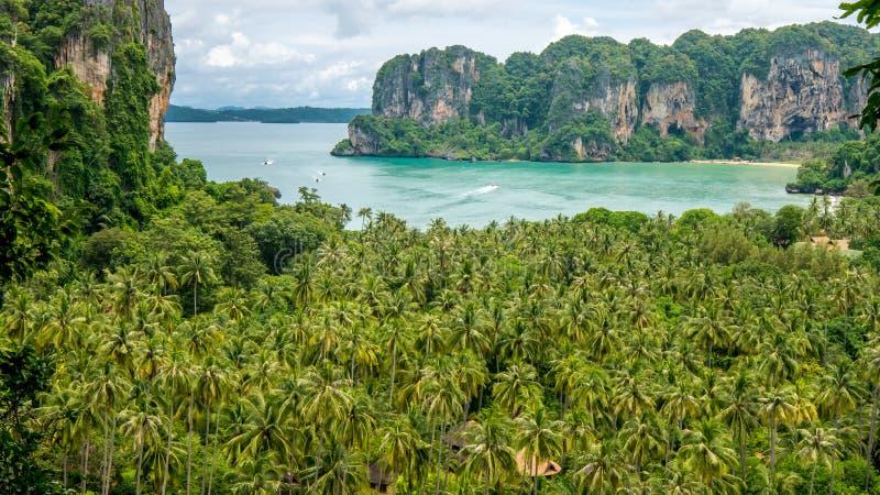 在Railay海滩从高度, Krabi,泰国的看法 免版税库存照片