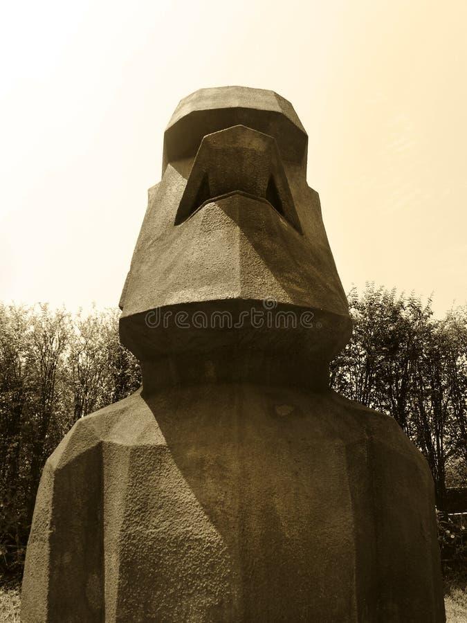 在Rano Raraku火山的Moai雕象在复活节岛 库存图片