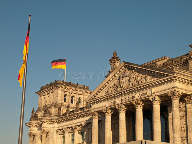 在reichstag的标志飞行的德语 库存图片