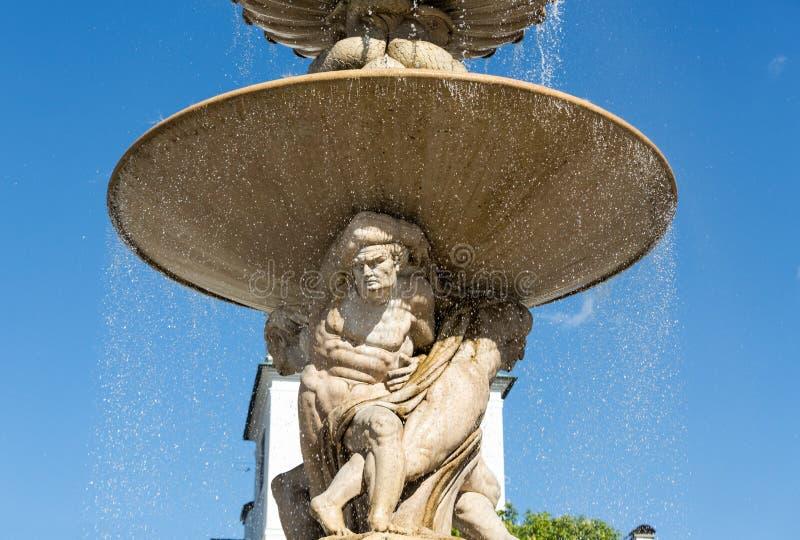 在Residentplatz的巴洛克式的住所喷泉在萨尔茨堡 库存照片