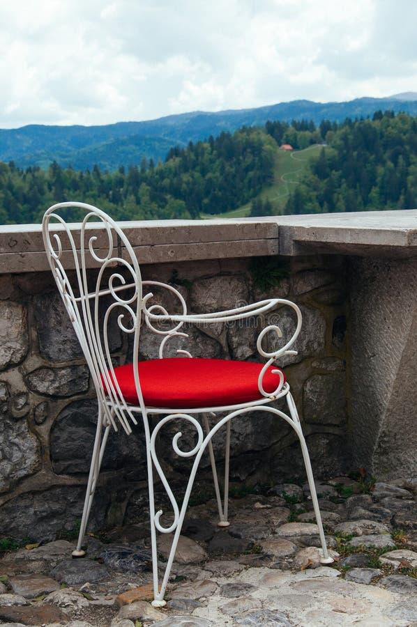 在restaurtant的一把椅子有最佳的看法 库存图片