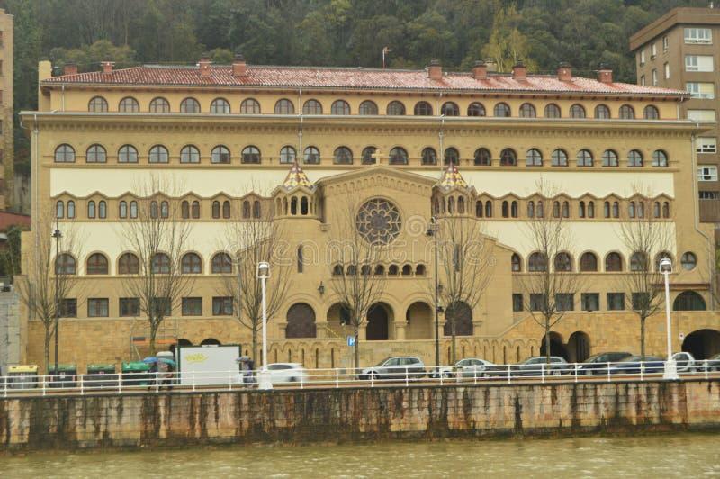 在Ria的另一边的美丽的大厦在古根海姆美术馆对面 建筑学旅行假日 库存图片