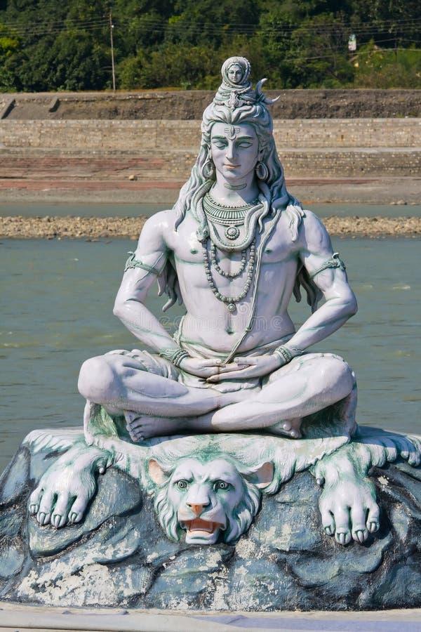 在Rishikesh的Shiva雕象,印度 免版税库存照片