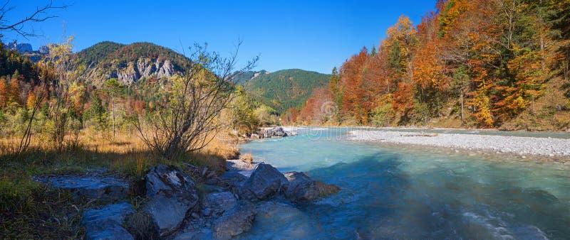 在rissbach谷的小阳春,自然公园karwendel 免版税库存照片