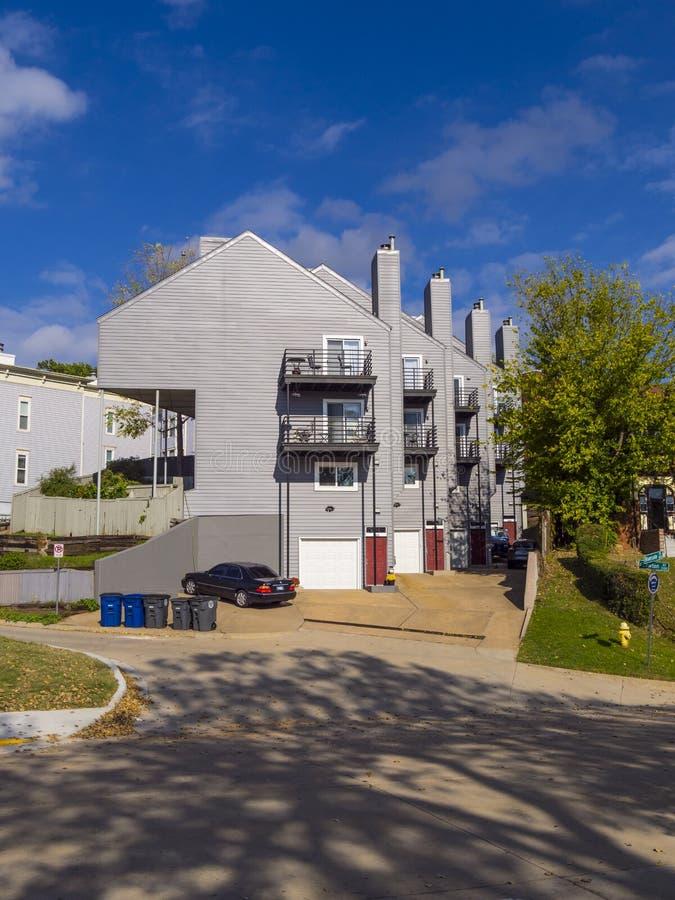在Riverview邻里的公寓在土尔沙-土尔沙-俄克拉何马- 2017年10月17日 免版税库存照片
