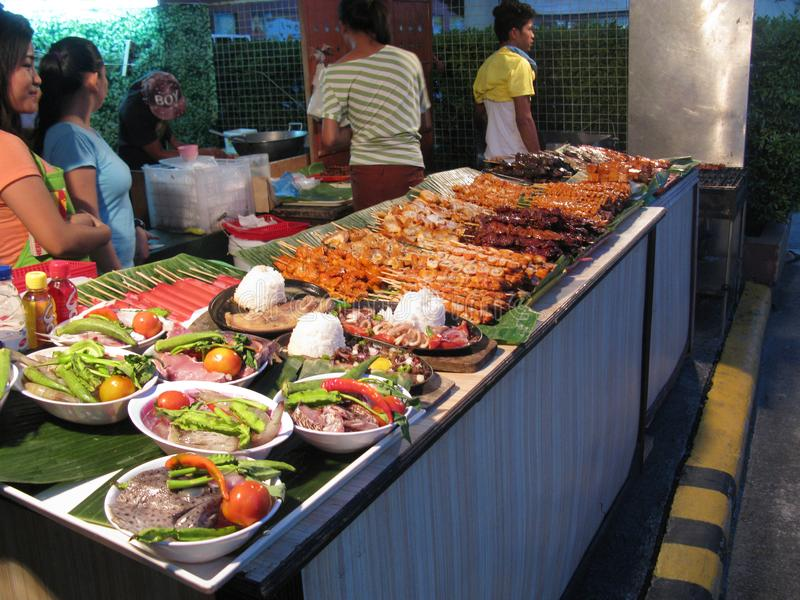在Robinsons Novaliches义卖市场的街道食物 免版税库存照片