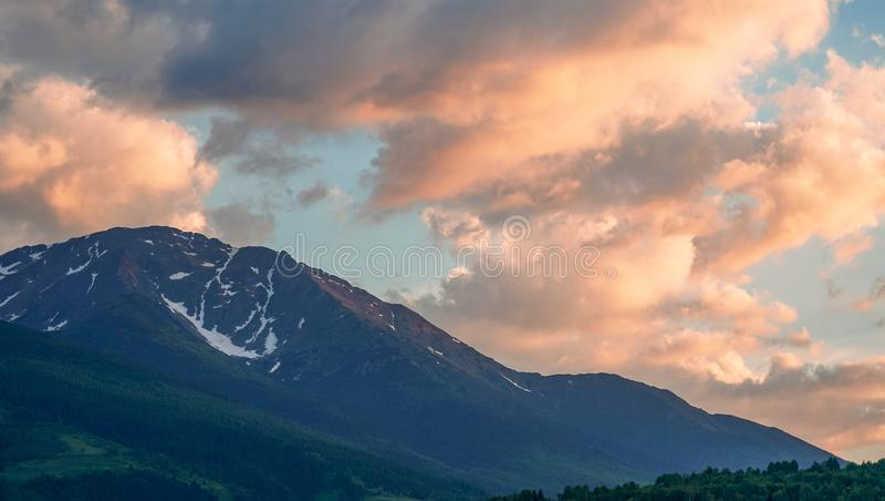 在Rodna山的日落在罗马尼亚 图库摄影