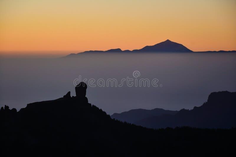 在Roque Nublo &泰德峰的日落 库存照片