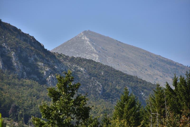 在Rtanj山附近的风景在塞尔维亚 库存图片