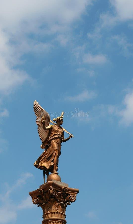 在Rudolphinum附近的雕塑在布拉格 库存照片