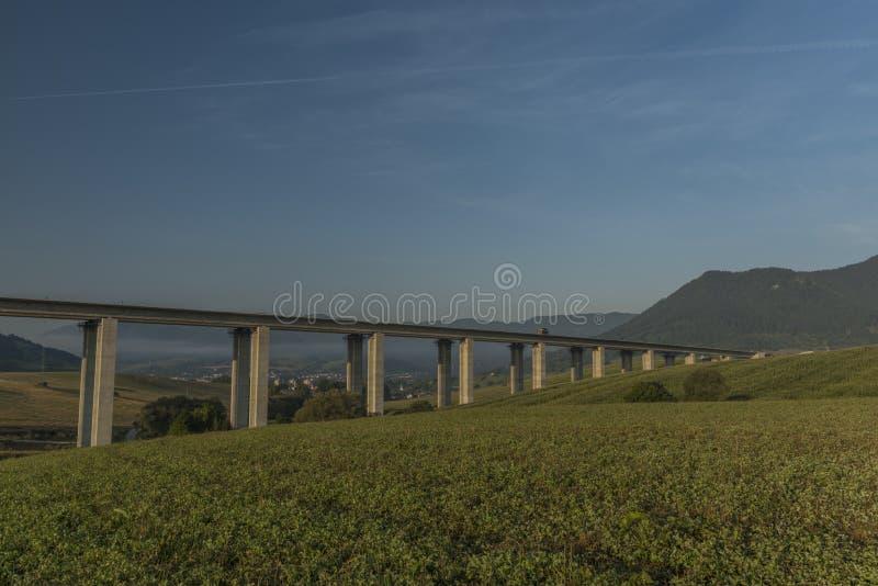 在Ruzomberok镇附近的看法有高速公路桥梁的 图库摄影