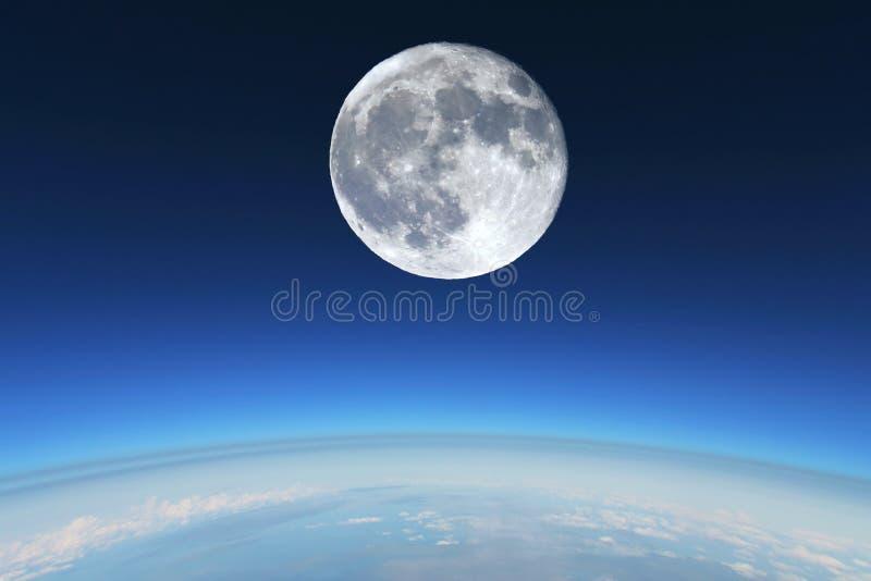 在s统温层的地球满月 免版税库存照片