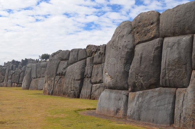 在Sacsayhuaman考古学站点,库斯科的印加人石墙 库存图片