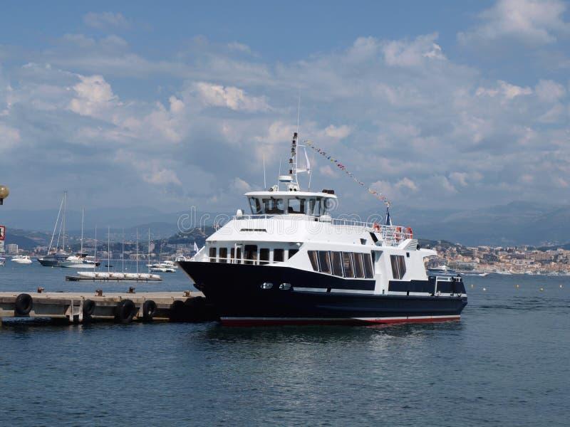 在Sainte延命菊海岛码头的小船 图库摄影