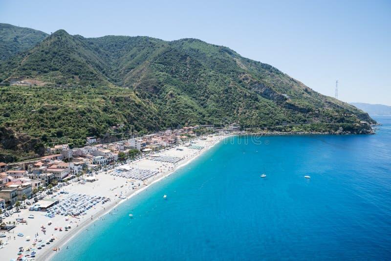 在Scilla海滩的看法在卡拉布里亚,意大利 免版税库存图片