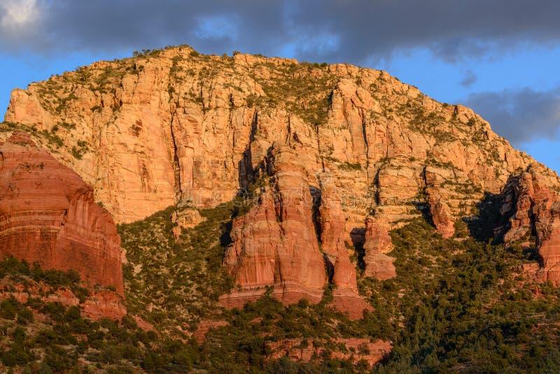 红色在Sedona,亚利桑那晃动峭壁 图库摄影