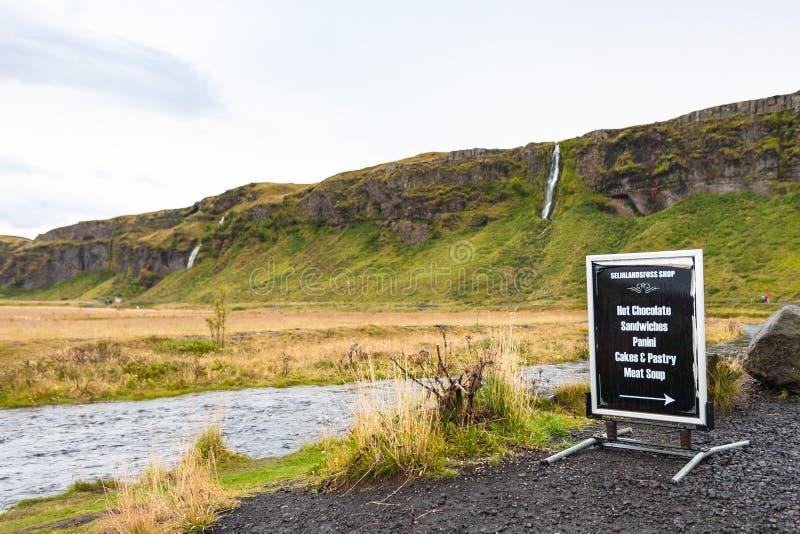 在Seljalands河附近的度假区在冰岛 免版税库存图片
