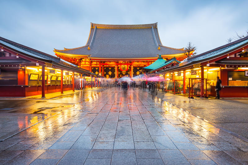 在Senso籍寺庙的夜在东京,日本 免版税库存照片