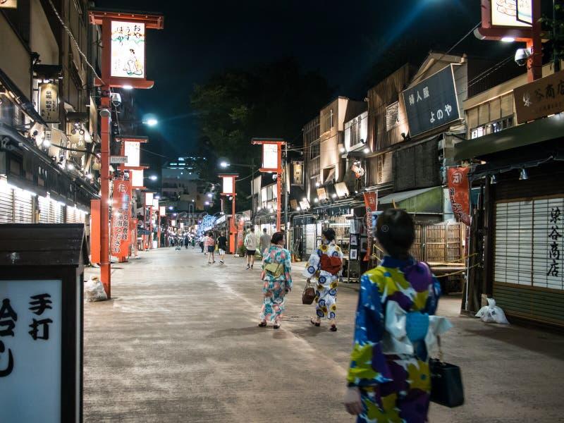 在Sensoji寺庙,东京,日本附近的由街道 免版税库存照片