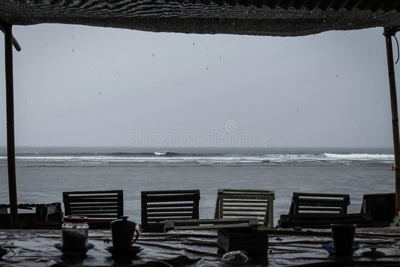 在Serangan海滩的海浪 库存照片
