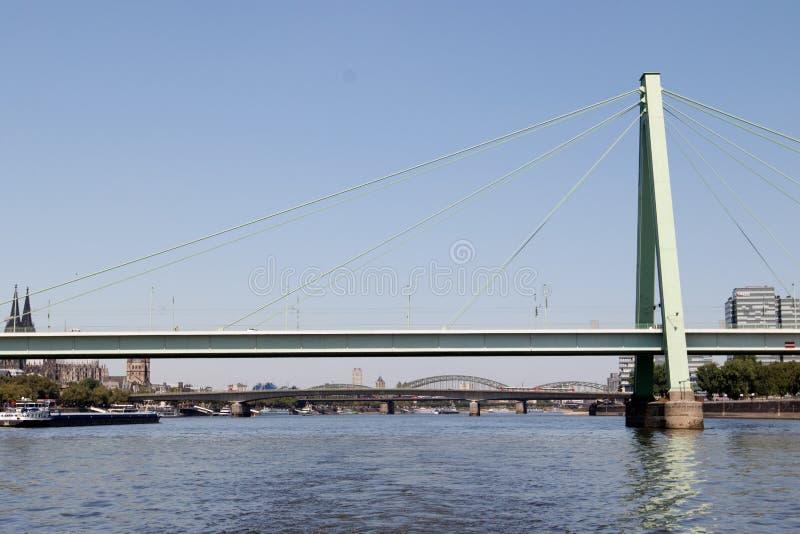 在severins桥梁的总看法在科隆香水的德国莱茵河 免版税库存图片