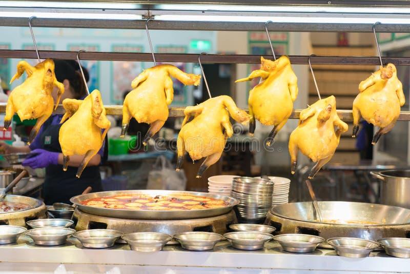 在Shenkeng老街道,台北,台湾的煮沸的鸡 图库摄影