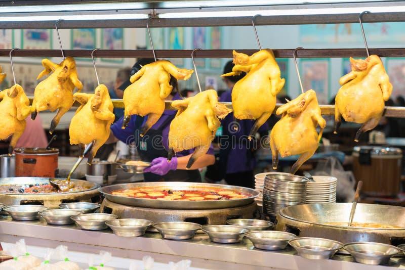 在Shenkeng老街道,台北,台湾的煮沸的鸡 库存照片