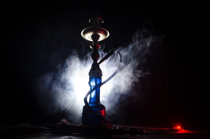 在shisha的水烟筒热的煤炭滚保龄球有黑背景 时髦的东方shisha 库存图片