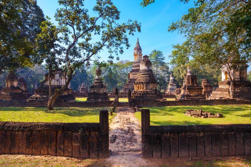 在Si Satchanalai历史公园, Sukhothai,泰国的Wat Chedi喷气机Thaew 免版税库存照片