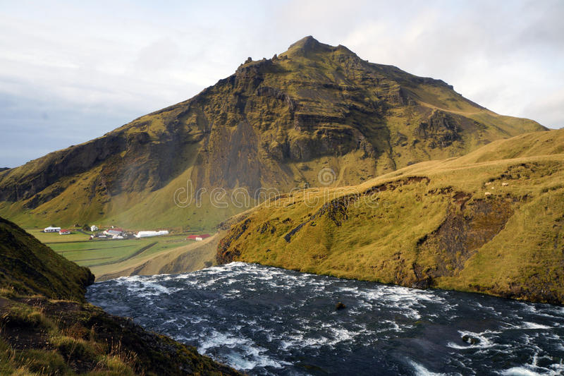 在Skogafoss瀑布,冰岛上的看法 免版税图库摄影