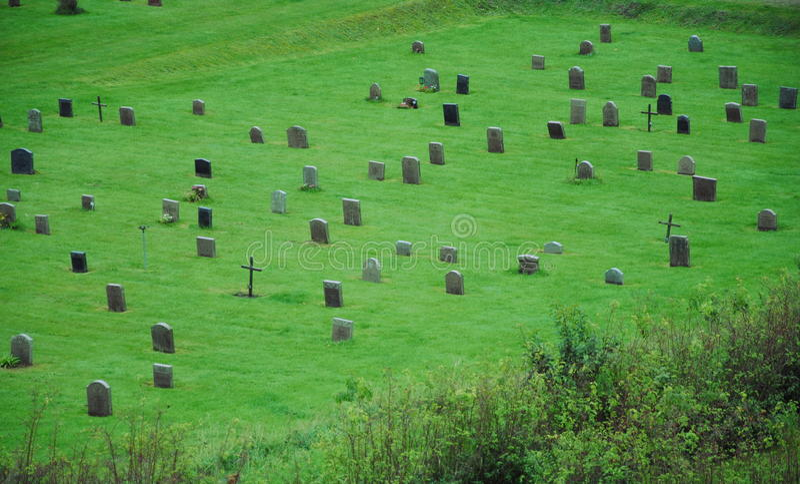 在Skogskyrkogarden的坟墓 免版税库存照片