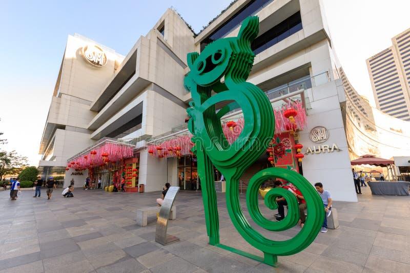 在SM气氛商城总理的, Tarsier雕塑在达义市,菲律宾 库存图片