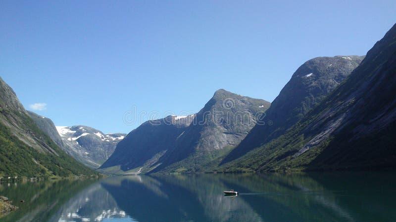 在sogn og fjordane挪威的山 免版税库存图片