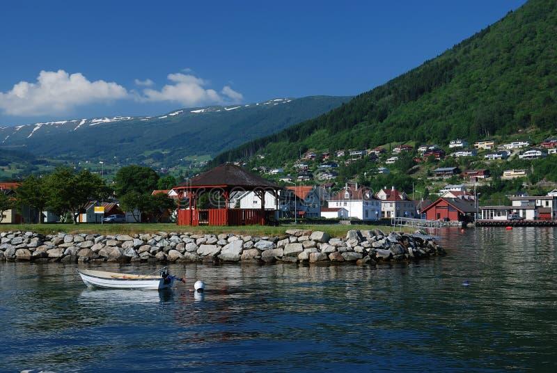 在sognefjord村庄附近 库存照片