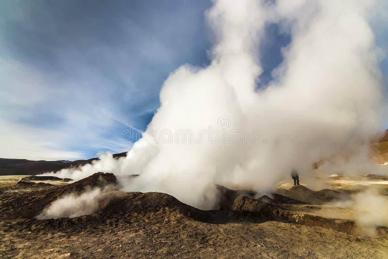 在Sol de马纳娜,玻利维亚的热的蒸汽水池喷泉 库存图片