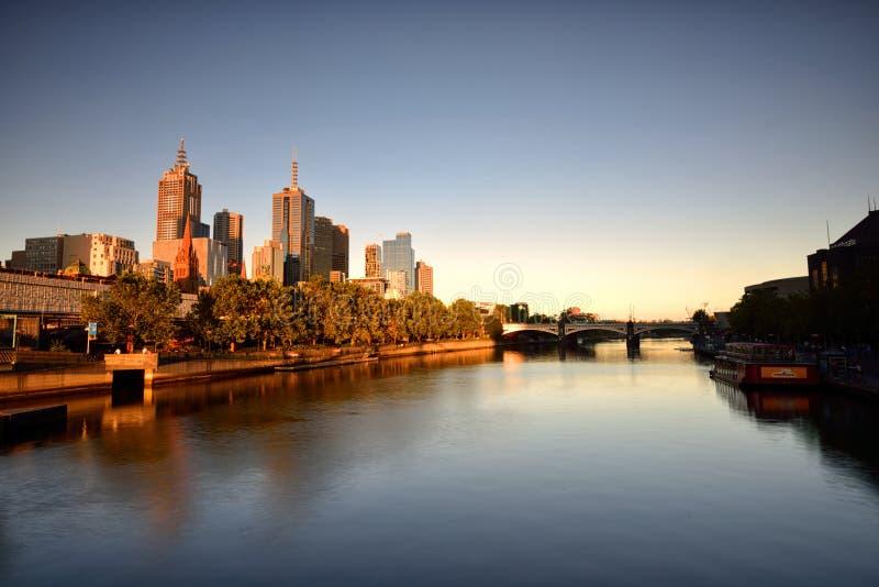 在Southbank的金黄小时,雅拉河,墨尔本 免版税库存照片