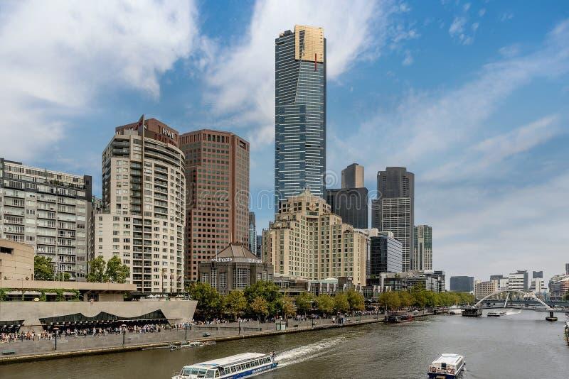 在Southbank,墨尔本,澳大利亚的河亚拉和大厦 库存照片