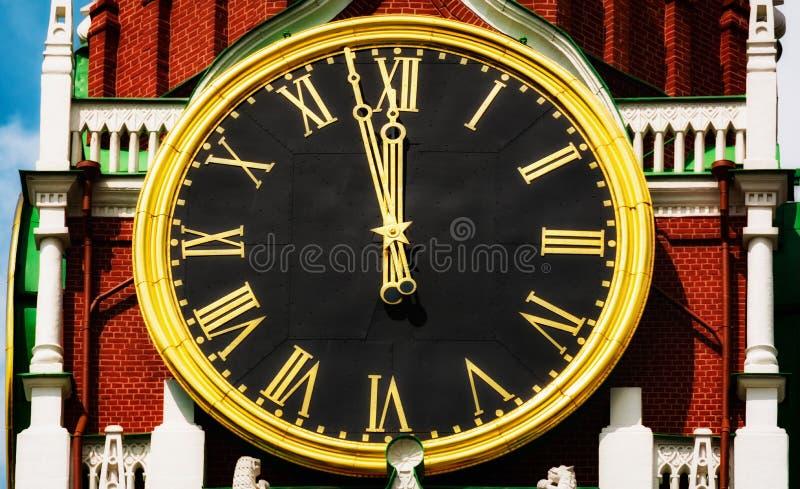 在Spasskaya塔的时钟 图库摄影
