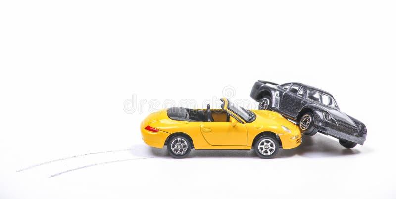 在sportscar和轿车之间的车祸 免版税库存照片