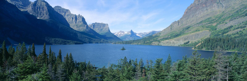 在St Mary湖,冰川国家公园,蒙大拿的日出 免版税库存图片