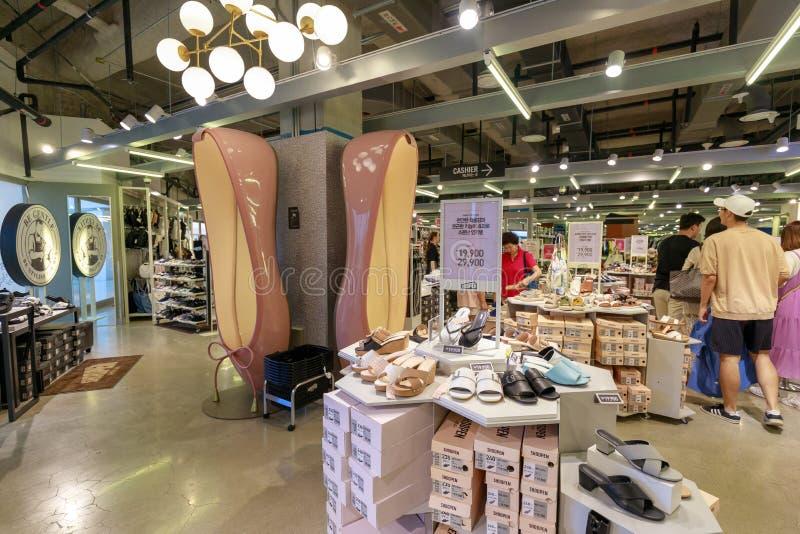 在Starfield COEX购物中心的鞋店视图在Gangnam顾,汉城市 免版税库存照片
