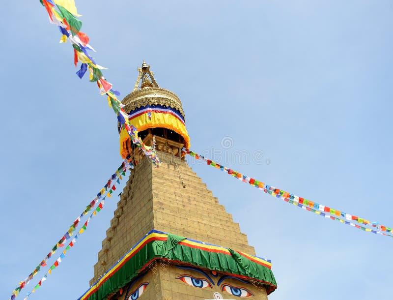 在Stupa,加德满都,尼泊尔的旗子 免版税库存照片