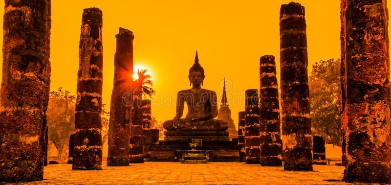 在Sukhothai历史公园,泰国的菩萨雕象 免版税库存图片