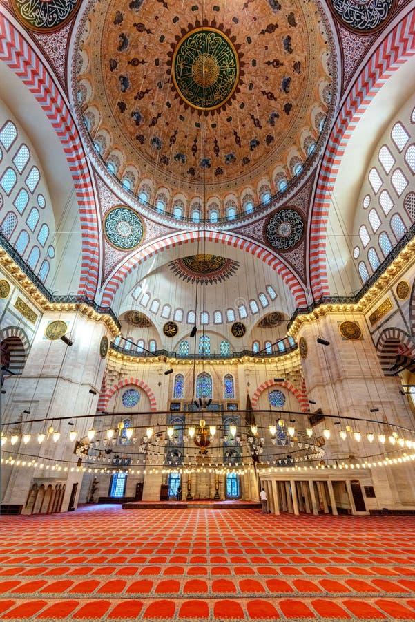 在Suleymaniye清真寺里面在伊斯坦布尔,土耳其 免版税库存图片