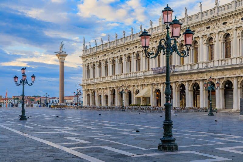 在sunris的美丽如画的广场St Marco或圣马克` s正方形 免版税库存照片