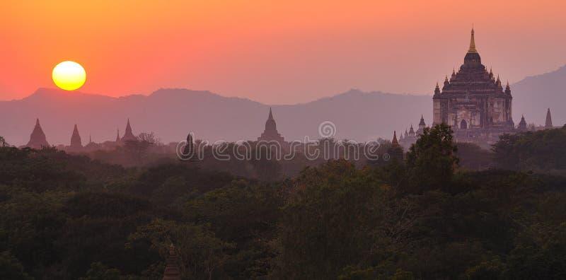 在sunsetting的bagan缅甸缅甸 免版税库存照片