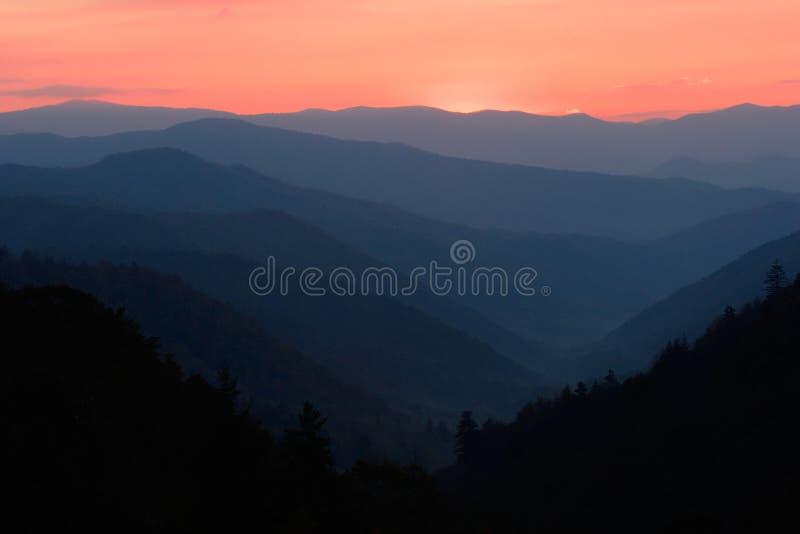 在sunup谷的山 库存图片