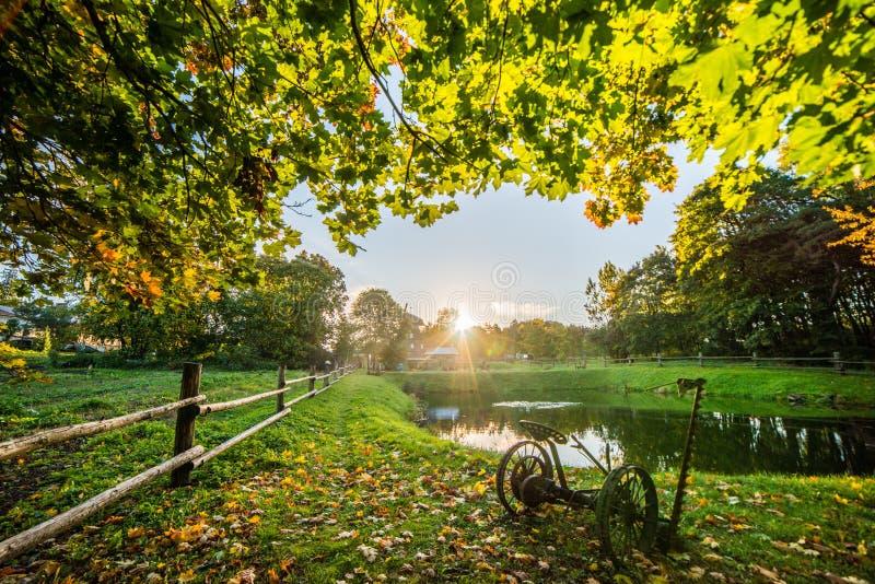 在surise的秋天风景 免版税库存照片